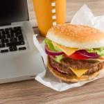 Ein Burger zwischendurch ist auf Dauer nicht das Gesündeste. ©Fotolia