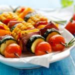 Es geht auch ohne oder mit nur wenig Fleisch: Aus Gemüse lassen sich leckere Grill-Spieße zubereiten. ©zi3000 Fotolia
